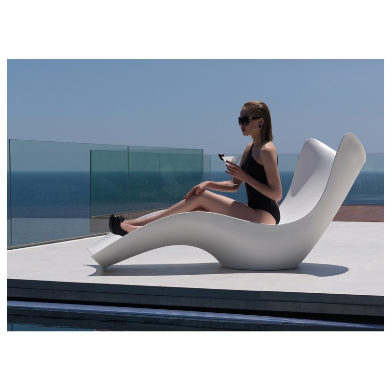 Chaise longue vondom surf design karim rashid for Chaise longue design exterieur