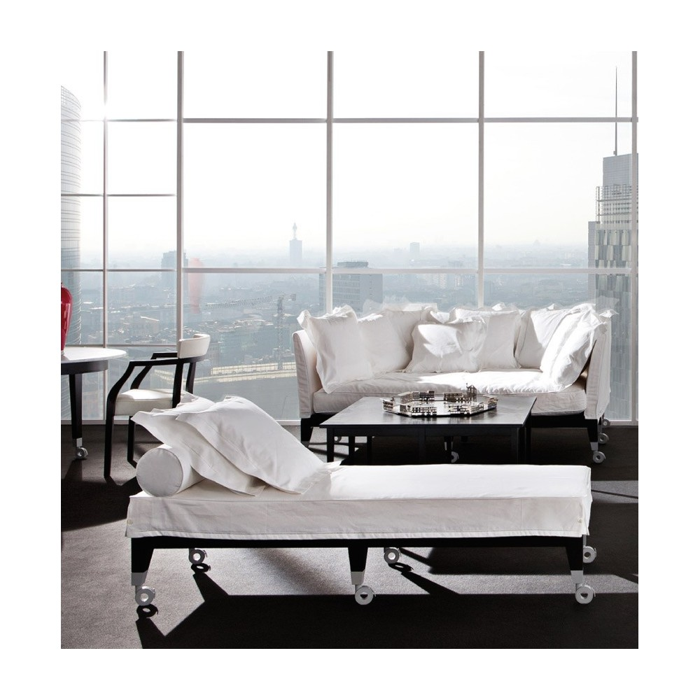 canap avec assise profonde driade neoz design philippe starck. Black Bedroom Furniture Sets. Home Design Ideas